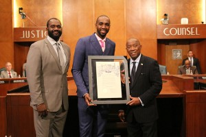 Le Maire de Houston honore Luc Mbah a Moute