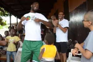 Luc Mbah a moute Camp 2013 - orphelinat